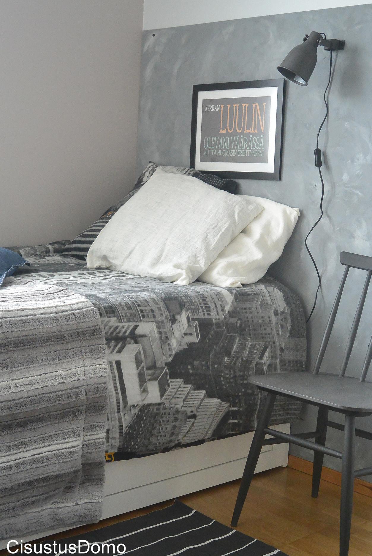 Vanerista sängynpääty
